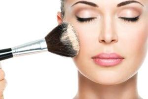 Οι 7 κανόνες του μακιγιάζ για νεότερη επιδερμίδα