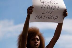 Εξεγέρσεις στις ΗΠΑ για τη δολοφονία του George Floyd