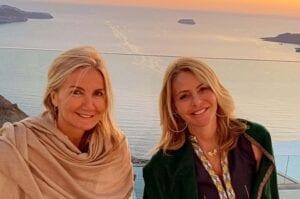Η Μαρέβα Μητσοτάκη και η Τζένη Μπαλατσινού στη Σαντορίνη για το restart του τουρισμού