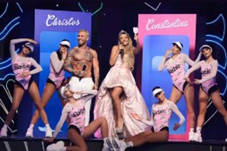 Η Κωνσταντίνα Σπυροπούλου ντυμένη Barbie style για το J2US