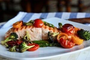 Σολομός με λαχανικά στο φούρνο