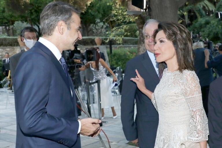 1. Ο Πρωθυπουργός Κυριάκος Μητσοτάκης με την Πρόεδρο της Επιτροπής «Ελλάδα 2021» Γιάννα Αγγελοπούλου στο Προεδρικό Μέγαρο.