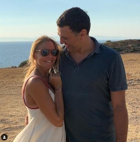 Η Τζένη Μπαλαντσινού είναι έγκυος στο πρώτο παιδί της με τον Κικίλια