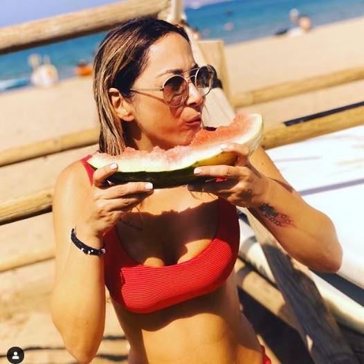 Η Μελίνα Ασλανίδου με κόκκινο μπικίνι