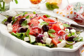 Καλοκαιρινή σαλάτα με καρπούζι και φέτα
